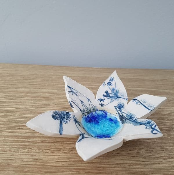 blue spiky flower tea light holder