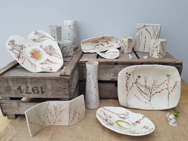 red berries ceramic collection