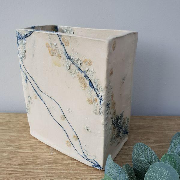 sea line ceramic vessel