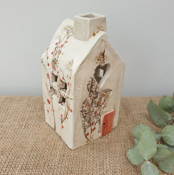 red berries ceramic tea light house